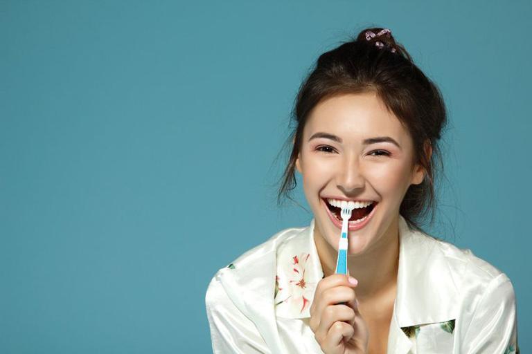 美日韓逾半OL會在午膳後於公司刷牙