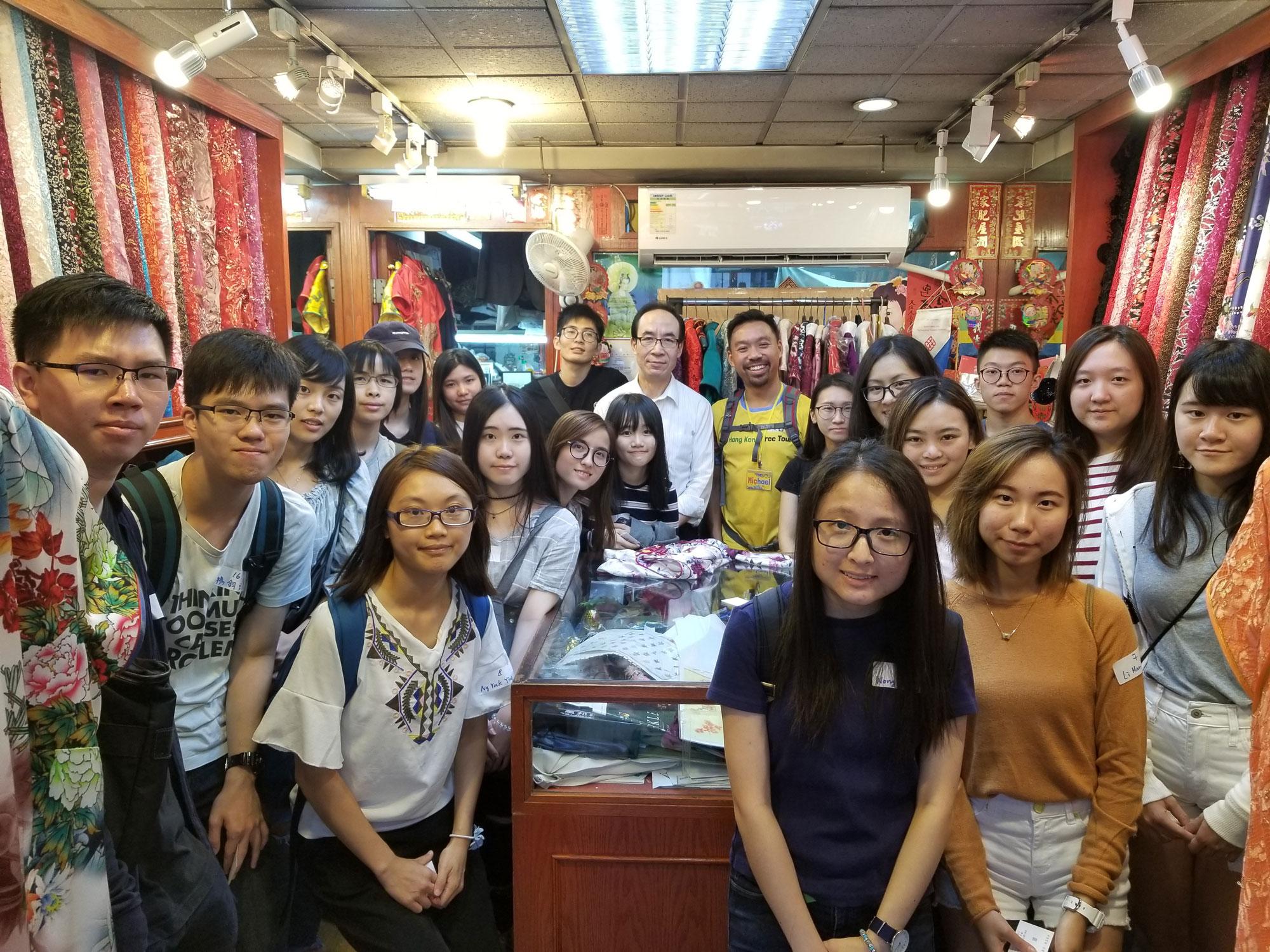 同學們參觀香港碩果僅存的旗袍店